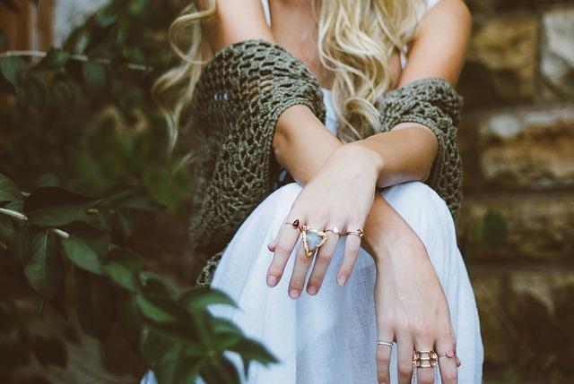 ruce s prsteny