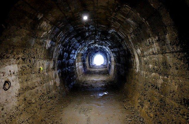 tunel ve vězení