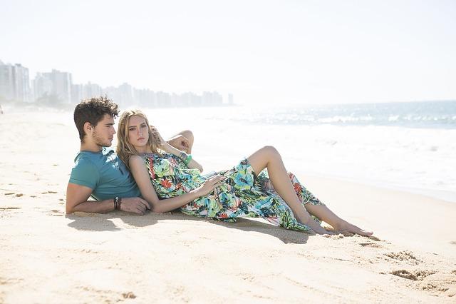 dvojice na pláži