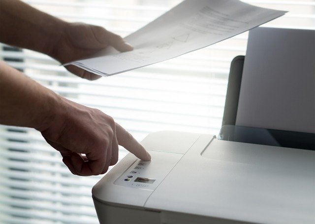 tiskárna s výtiskem
