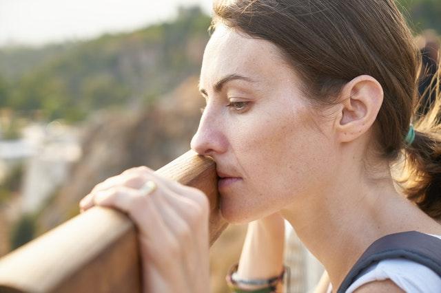 žena, která přemýšlí, co bude dál v jejím životě