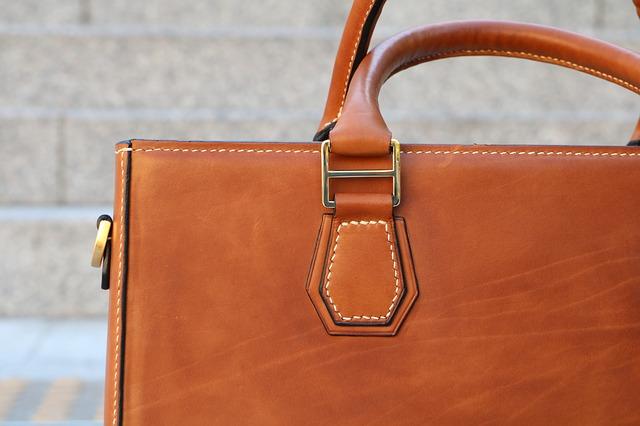 dámská hnědá kožená kabelka