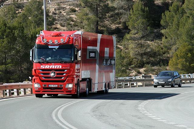 červený kamion SRAM
