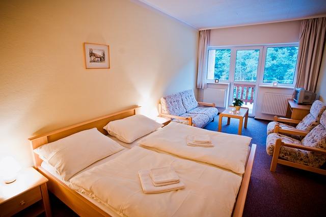 hotelový pokoj s balkonem
