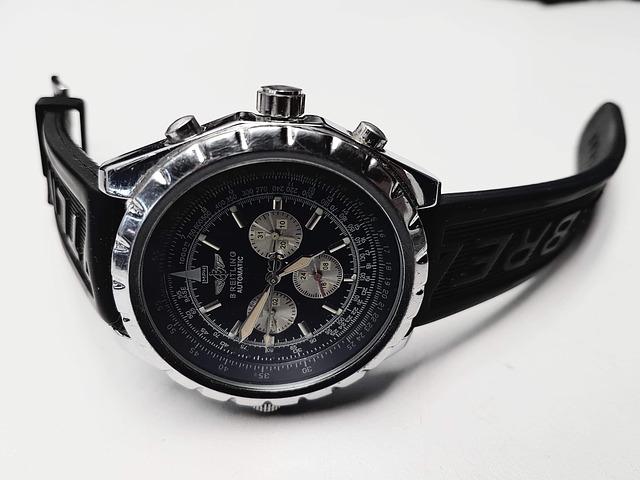 Černé stylové hodinky pro muže