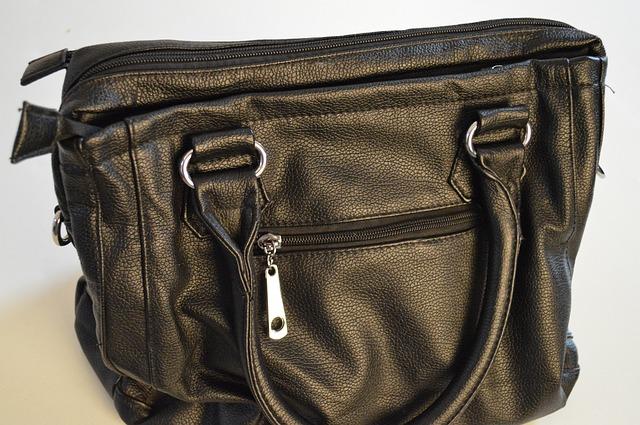 typická ženská kabelka