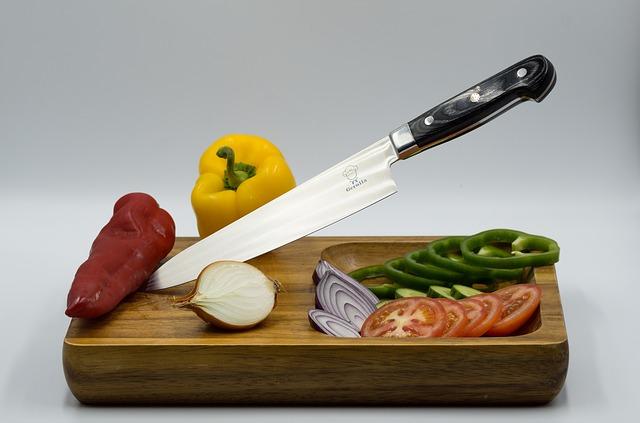 nůž a zelenina