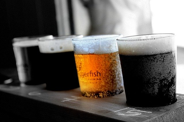 sklenice s různými druhy piva