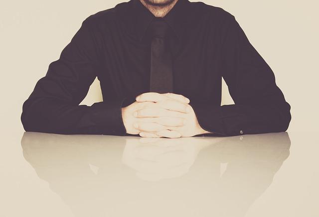 muž v černém