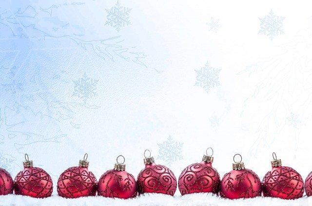 řada vánočních baněk, vánoce